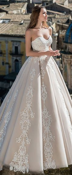Stunning Tulle Sweetheart Neckline A-line Wedding Dress With Lace Appliques & Hot Fix Rhinestones
