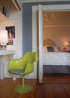 Кресло-тюльпан в кабинете от Niche Interiors