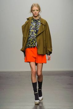 Karen Walker Fall 2013 Ready-to-Wear Runway - Karen Walker Ready-to-Wear Collection - ELLE