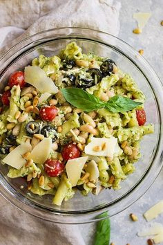 24 Affordable Recipes To Make For Your Next Summer Party Healthy Pasta Salad, Easy Pasta Salad Recipe, Pesto Pasta Salad, Greek Salad Pasta, Pasta Salad Italian, Feta, Sin Gluten, Crockpot, Quinoa