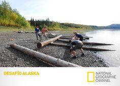 Los montañistas deben construir su propio transporte para transitar el río Yukón. ¿Podrán mantenerse a flote? Desafío Alaska.  #DesafioAlaska #LoViEnNatGeo Mira contenido exclusivo en http://www.foxplay.com/natgeo