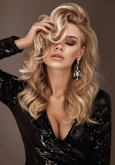 Ukrainian women are the most beautiful women in the world. Your girlfriend is Ukrainian? Read how to build a happy family with her! How to win a heart of Ukrainian girl? Looking for your Ukraine girl? Haircuts For Long Hair, Bob Hairstyles, Latest Haircuts, Short Wavy Hair, Short Hair Styles, Purple Wig, Long Blond, Gorgeous Blonde, Hair Color Highlights