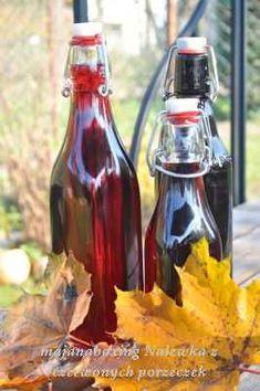Nalewka z czerwonej porzeczki Healthy Juice Recipes, Healthy Juices, Cocktails, Drinks, Tzatziki, Hot Sauce Bottles, Food And Drink, Kitchen, Diet