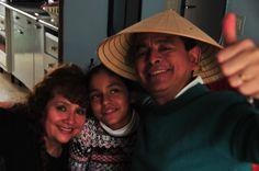 Mi cumple en casa con mi esposa y linda Kory nuestra hija española (los otros están en el Perú aún).