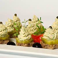 Mini kanapeczki z pastą koperkową z wędzonego tuńczyka Potato Salad, Potatoes, Ethnic Recipes, Food, Potato, Essen, Meals, Yemek, Eten