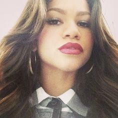 We are dying over Zendaya's hair and makeup! http://www.twistmagazine.com/posts/the-most-stylish-selfie-of-the-week-15109/photos/zendaya-selfie-524