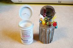 A Small Hearts Desire: Trash can from Glucose test strip container and corragate. - # A Small Hearts Desire: Trash can from Glucose test strip container and corragate. Miniature Crafts, Miniature Fairy Gardens, Miniature Dolls, Fairy Furniture, Barbie Furniture, Diy Dollhouse Furniture Easy, Furniture Ideas, Doll Crafts, Dollhouse Miniatures