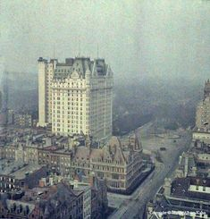 There are other pictures on this but I wanted this wonderful shot of The Plaza! One of the first ever colour photographs from America of New York, the big building is the Plaza Hotel! Central Park, First Color Photograph, Hotel Plaza, Plaza Suite, Albert Kahn, Parks, Cities, A New York Minute, Vintage New York