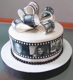 Tarta de película 1  De Perla's   Tartas fondant personalizadas en Málaga Cakes For Men, Cakes And More, 90th Birthday Parties, Birthday Cake, Beautiful Cakes, Amazing Cakes, Camera Cakes, Film Cake, Cake Frame
