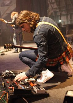 Whilst touring & Recording 'Whatever People Say I Am, That's What I'm Not' Jamie Cook's choice of pedals included MXR Distortion+ , a Electro-Harmonix Big Muff and, at least for a while, he could be seen using a T-Rex Dr. Swamp twin distortion pedal.