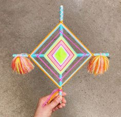 Ojos de Dios (God's Eye) Weaving Workshop in Venice, California with Marisa Morrison of The Neon Tea Party! Popsicle Stick Crafts, Craft Stick Crafts, Yarn Crafts, Craft Ideas, God's Eye Craft, Group Art Projects, Dream Catcher Craft, Gods Eye, Diy Hanging