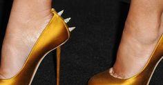 Salto alto de alta costura para seus pés. O par de sapatos perfeito é o Santo Graal do calçado! E são poucas as mulheres que não ficam tentadas em ter milhares deles. Registramos os saltos mais decorados do tapete vermelho, dignos de um museu, e incluímos ideias descoladas para que você possa usá-los. Então, sente-se, coloque os pés para cima e ...