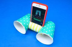 Phone stand is the great way to watch content on your smartphone. If you're bored with the ordinary Phone stands, find DIY phone stand and make your own one Diy Phone Stand, Wood Phone Stand, Tablet Holder, Cell Phone Holder, Futuristic Phones, Mobile Tv Stand, Diy Bean Bag, Fancy Chair, Diy Cardboard