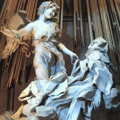 ÉXTASIS DE SANTA TERESA MÁRMOL 1647-1652 350CM   -SENTÍA QUE SU CORAZÓN ERA ATRAVESADO POR UNA FLECHA(TRANSVERBACIÓN) PERO NO A MUERTE.  LUEGO ESTABA LLENA DE AMOR Y PLACER POR EL VÍCULO CON JESÚS.  -COMO SE VIVENCIA EL AMOR CELESTIAL, UN AMOR TERRENAL.  -ÁNGEL CON CARA PÍCARA, QUE APUNTABA CON UNA FLECHA AL BAJO VIENTRE(ORGASMO)  -ESTAN SOBRE UNA NUBE  -TELAS SUPERPUESTAS(ÁSPERAS)  -ANGEL TELAS DRAPEADAS  ILUMINACIÓN CON RAYOS DE BRONCE(LUZ DORADA)  -TESTIGOS A  LOS COSTADOS