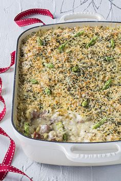 This tasty lunch or supper dish uses Christmas-day leftovers. Simply combine cooked turkey, ham and assorted cooked vegetables into a freshly made creamy onion sauce, top with a cheesy herby crumb and bake in the oven. Turkey Ham, Onion Sauce, Le Creuset Stoneware, Oven Dishes, Cooking Turkey, Christmas Time, Macaroni And Cheese, Tasty, Lunch