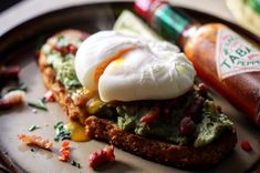 Breakfast in bed 🌶❗️ Smashed Avocado, Soda Bread, Breakfast In Bed, Poached Eggs, Bacon, Lovers, Food, Bed And Breakfast, Essen