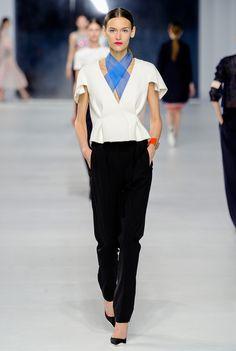 Christian Dior Resort 2014 Fashion Show Collection: See the complete Christian Dior Resort 2014 collection. Look 38 Fashion Moda, Fashion Week, Runway Fashion, Fashion Show, Fashion Design, High Fashion, Women's Fashion, Fashion Editorials, Urban Fashion