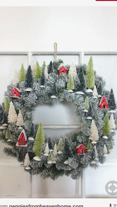 Christmas DIY : - Ask Christmas - Home of Christmas Inspiration & Deals Noel Christmas, Winter Christmas, Christmas Ornaments, Christmas Heaven, Vintage Christmas, Christmas Tree Wreath, Christmas 2019, Christmas Vacation, Christmas Movies