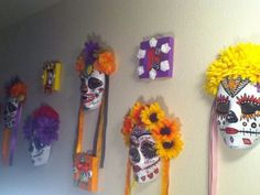One of a kind DIY dia de Los muertos day of the dead mask made by me. :0)  Perfect to decorate any place at home or office.     You can also wear it, please let me know ahead so I can add straps to it.     Any questions?? Please let me know!!!!     I also make custom day of the dead maks, prices range from $20.00 to $50.00 depanding on flowers, ribbons and paint I use.    10 inch long.