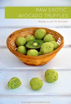1 ripe avocado 2 kiwis, peeled 6 Tbsps coconut flour; 1 Tbsp coconut oil; 1½ Tbsp stevia powder (or any other healthy sweetener of choice, to taste).
