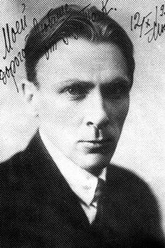 """Mihail Bulgakov y su fascinante obra """"El maestro y Margarita"""", necesaria para entender la naturaleza humana y el papel redentor del Arte. Un libro que inspiró a Liszt, Gounod, Berlioz, etc. http://www.letraslibres.com/revista/relectura/el-maestro-y-margarita-de-mijail-bulgakov"""