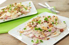 Meiraap kun je rauw eten, dus je kan en er een heerlijke salade van maken! In dit meiraap recept gebruiken we zoete appel, bosui, noten en een yoghurt dressing met bieslook.