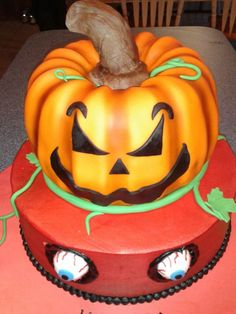 Great #Pumpkin #Halloween #Cake We love and had to share!