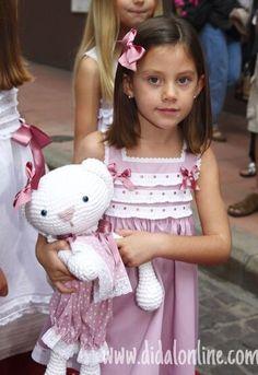 Camisón rosa empolvado de Didal Pajama Set, My Girl, Kids Outfits, Kids Fashion, Flower Girl Dresses, Wedding Dresses, Children, Lady, Hair Styles