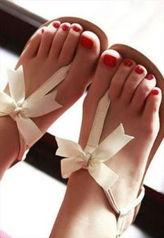 Upper : leather Sole: rubber lining : leather elegant flat sandal  Condition: New - with tags Material: Leather Colour: White