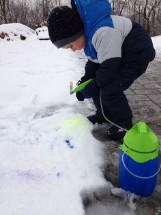 Coloring the snow!!!! So fun!! #crayolian