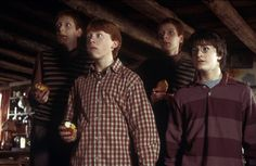Find images and videos about harry potter, ron weasley and weasley on We Heart It - the app to get lost in what you love. Harry Potter Timeline, Harry Potter Movie Quotes, Harry Potter Magic, Harry Potter Hermione, Harry Potter Film, Harry Potter Love, Harry Potter Fandom, Weasley Twins, Ginny Weasley