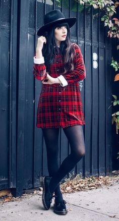 29 Fall Grunge Outfit Ideas to Wear Now : Oversized Fedora Hat, Vintage Plaid Dress & Dr. Hipster Outfits, Grunge Outfits, Grunge Dress, Tomboy Outfits, Mode Outfits, Grunge Fashion, Look Fashion, Outfits For Teens, 90s Fashion