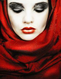 Intricate Eye Makeup Dark Eyes Gothic Halloween Ideas