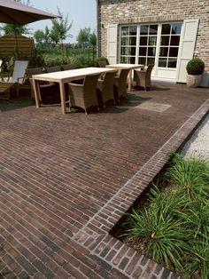 Brick Paving, Brick Path, Brick Garden, Garden Paving, Terrace Garden, Small Brick Patio, Patio Diy, Classic Garden, Brick Design