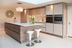 Deutsche Küche in Chelmsford - Tec-Lifestyle - Cuisine Ouverte Ilot Open Plan Kitchen Living Room, Kitchen Dinning, Home Decor Kitchen, Kitchen Oven, Home Kitchens, Kitchen Island, Dining, Modern Kitchen Design, Interior Design Kitchen
