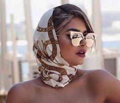 Arab Fashion, Fashion 2020, Womens Fashion, Hair Jazz, Hair Scarf Styles, Scarf Hairstyles, Elegant Outfit, Classy Women, Classy Outfits