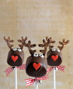 marshmallow christmas pops - rudolph the rednosed reindeer Christmas Treats For Gifts, Christmas Party Food, Xmas Food, Christmas Sweets, Christmas Goodies, Holiday Treats, Christmas Baking, Lego Cake Pops, Christmas Pops