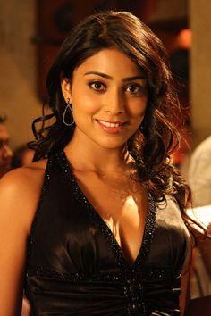 Shriya_in_black