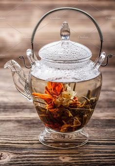 Blooming / flowering tea in a clear glass teapot. how divine to have a spot of tea whilst reading Miss Marple's next chapter. Autumn Tea, Perfect Cup Of Tea, Glass Teapot, Tea And Books, Flower Tea, Brewing Tea, My Tea, Tea Ceremony, Tea Recipes