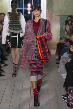 See the complete Burberry Fall 2017 Ready-to-Wear collection.