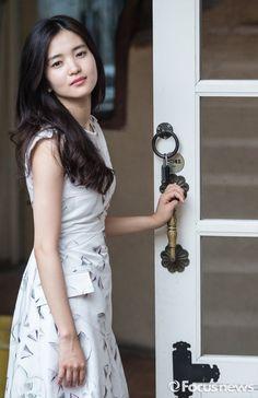 Korean Actresses, Korean Actors, Korean Celebrities, Beautiful Asian Girls, Korean Beauty, Asian Woman, Movie Stars, Personal Style, High Waisted Skirt