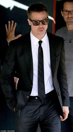 Fight Club Actors, Fight Club Brad Pitt, Brad And Angelina, Angelina Jolie, Brad Pitt Haircut, Classy Suits, Designer Suits For Men, Handsome Actors, Chris Cornell