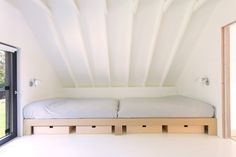 A warm, simple, open to nature wood dwelling | Inspirationist