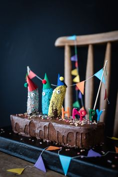 Delicious banana bread with chocolate icing and the three legendary Banana Buddies - Kindergeburtstag - Birthday Chocolate Banana Bread, Chocolate Icing, Baby Food Recipes, Cake Recipes, Fudge Cake, Baking With Kids, Birthday Cake Decorating, Just Cakes, Love Cake