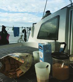 Noi siamo già svegli, chi viene a prendere un #caffe? #vacanzeInCatamarano #weekendCatamarano #noleggioCatamaranoSardegna
