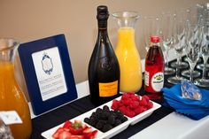 Mimosa bar idea for morning wedding. My Bridal Shower, Baby Shower, Bridal Showers, Brunch Bar, Mimosa Bar, Party Food And Drinks, Party Entertainment, Speed Dating, Yummy Drinks