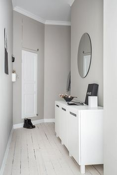 hallway decorating 537265430529997794 - Minimal chic black and white hallway decor Black And White Hallway, Neutral Walls, Entry Hallway, Entryway, Built In Bookcase, Hallway Decorating, Decorating Ideas, Scandinavian Design, Small Spaces