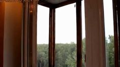 Практически все современные металлопластиковые окна со временем начинают сквозить (створка окна недостаточно прижимается к раме), и если Вы не в курсе – в механизме любого окна заложены функции его регулировки. В видео изложены регулировка створок по горизонтали и вертикали и по прижиму.