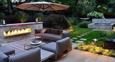 Terrasse gestalten mit Kontrasten-Feuer und Wasser-Einbaukamin und Wasserspiel