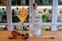 Martini, Gin, Drinks, Bottle, Drinking, Beverages, Flask, Drink, Jeans